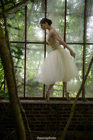 Photographer Luis Pons Captures Ballerinas in New York City [Breathtaking Images]