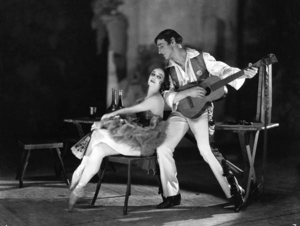 Anna-Pavlova-and-a-fellow-dancer-1920. Public Domain.